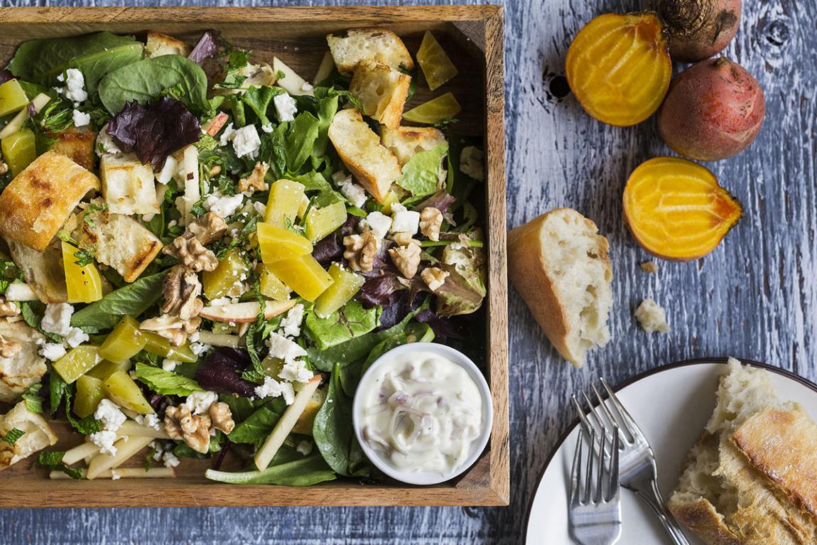 Salade panzanella crémeuse