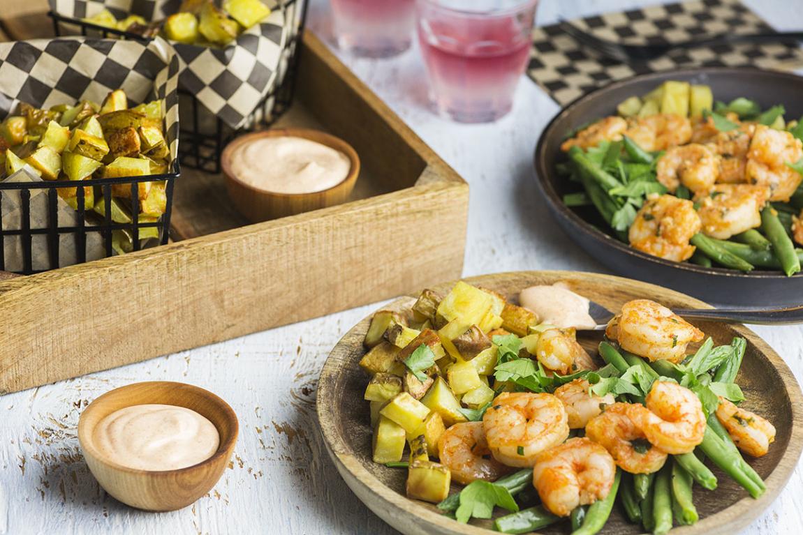 Crevettes al ajillo avec patatas bravas