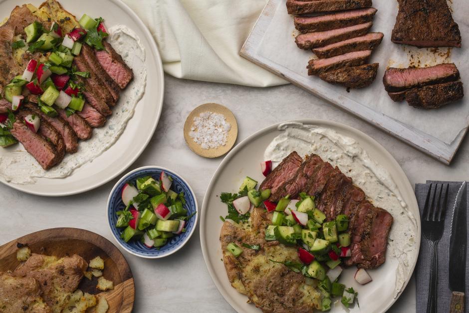 Steaks texans avec pommes de terre écrasées