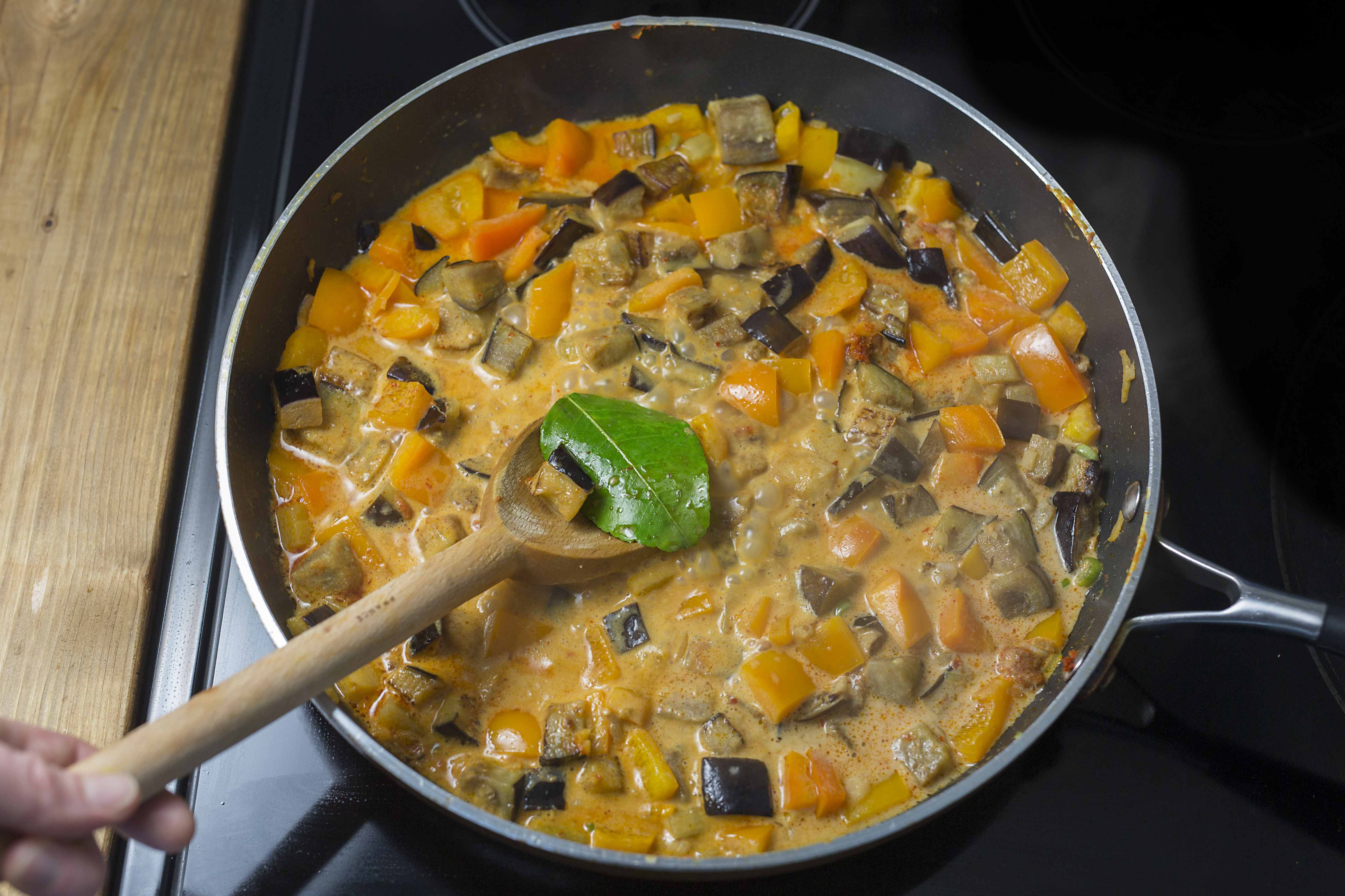 curry d aubergine la tha landaise avec riz basmati. Black Bedroom Furniture Sets. Home Design Ideas