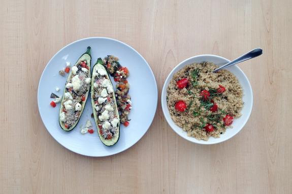 zucchinis farcis la ratatouille avec salade de quinoa et fromage de ch vre. Black Bedroom Furniture Sets. Home Design Ideas