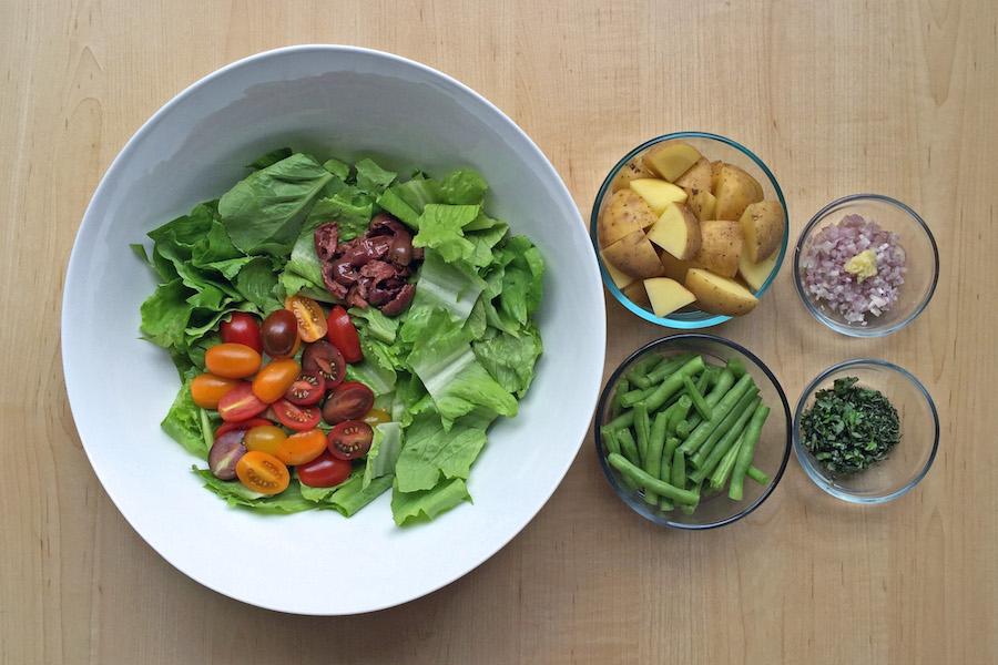 salade ni oise au thon grill avec vinaigrette au thym et basilic frais. Black Bedroom Furniture Sets. Home Design Ideas